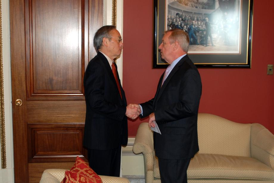 Durbin met with Secretary of Energy Steven Chu to discuss national laboratories and energy research.