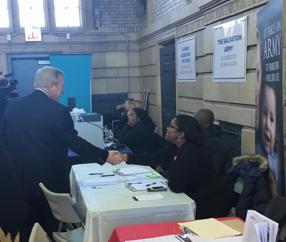 Durbin Visits City of Chicago Hurricane Resource Center