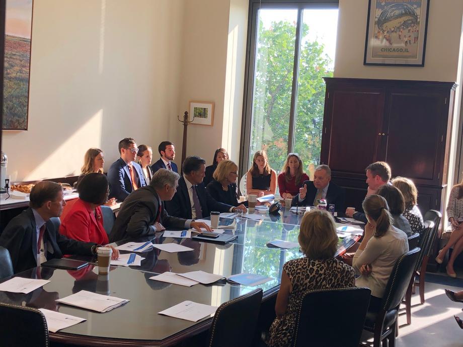 Durbin, Bipartisan Senators Meet With Acting FDA Commissioner
