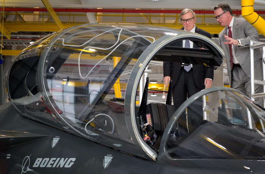 Durbin Visits Boeing's St. Louis Facility
