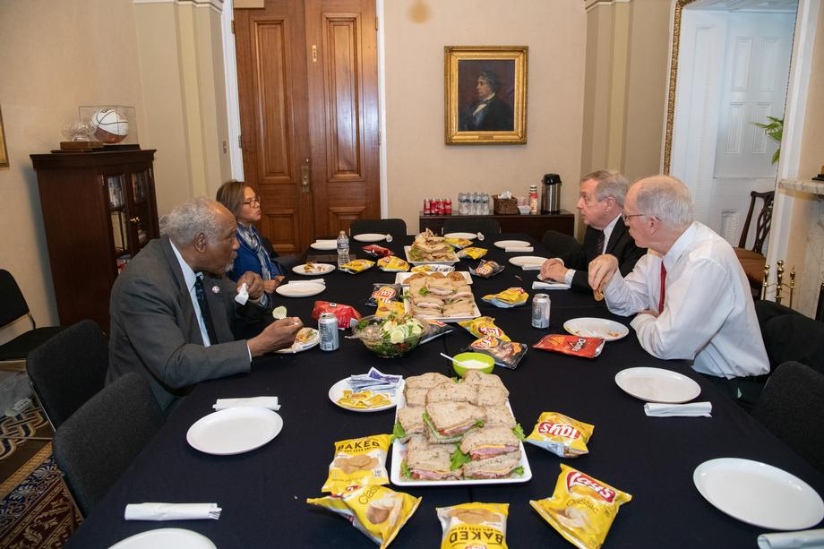 Durbin Hosts Illinois Members At Delegation Lunch